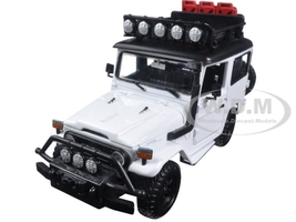 "Toyota FJ40 Land Cruiser White ""4x4 Overlanders"" Series 1/24 Diecast Model Car Motormax 79137"
