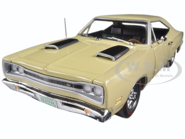 1969 Dodge Coronet Super Bee Cream 1/18 & 1/64 2 Pack Limited Edition to 1002pc Autoworld AMM1094