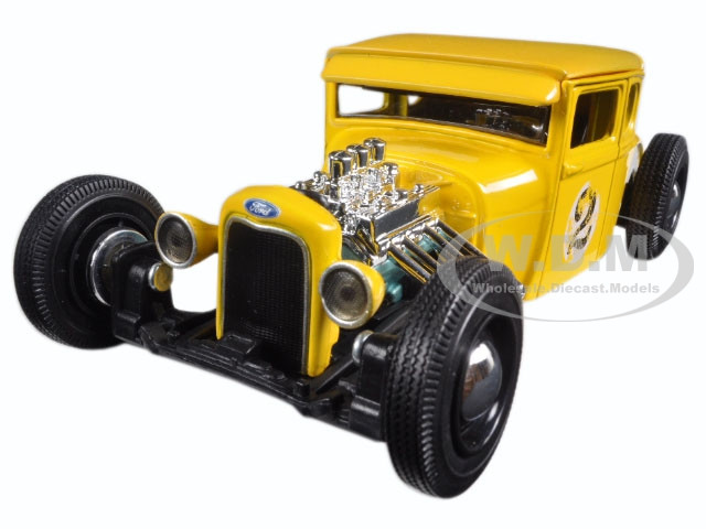 """1929 Ford Model A Yellow #2 """"Outlaws"""" 1/24 Diecast Model Car Maisto 31354"""