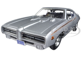 1969 Pontiac GTO Judge Silver Timeless Classics 1/18 Diecast Model Car Motormax 73133