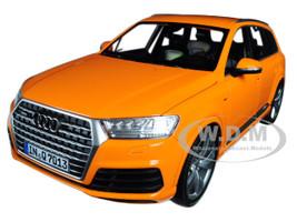 2015 Audi Q7 Orange  Limited Edition to 300pcs 1/18 Diecast Model Car Minichamps 110014004