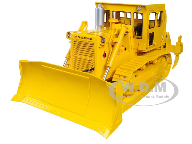 International Harvester TD-25 Dozer with Enclosed Cab and Ripper 1/25  Diecast Model by First Gear