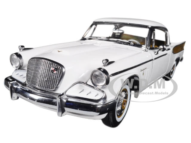 1957 STUDEBAKER GOLDEN HAWK APACHE RED 1//18 DIECAST MODEL CAR BY SUNSTAR 6153