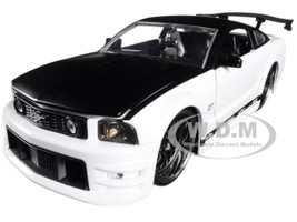 2006 Ford Mustang GT White with Black Top 1/24 Diecast Model Car Jada 99973