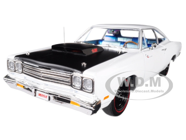 1969 Plymouth Road Runner White Hemmings Muscle Machines Limited Edition 1002 pieces Worldwide 1/18 Diecast Model Car Autoworld AMM1147