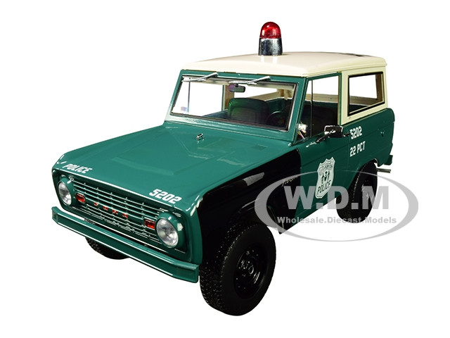 1967 Ford Bronco Police Pursuit New York City Police Department NYPD Green Cream Top 1/18 Diecast Model Car Greenlight 19036