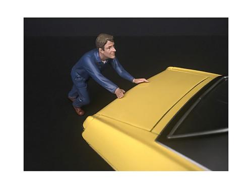 Mechanic Darwin Pushing Car Figurine 1/24 Scale Models American Diorama 38278