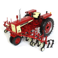 International Harvester Farmall 504 Narrow Front Tractor Four Row Cultivator Classic Series 1/16 Diecast Model Speccast ZJD1812