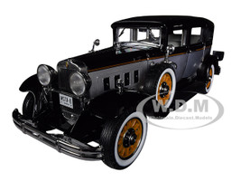1931 Peerless Master 8 Sedan Black Silver Limited Edition 1500 pieces Worldwide 1/18 Diecast Model Car Autoworld AW252