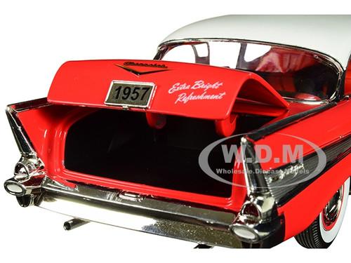 Chevrolet 210 Hardtop 1957 rot weiß Coca Cola Modellauto 1:24 M2 Machines