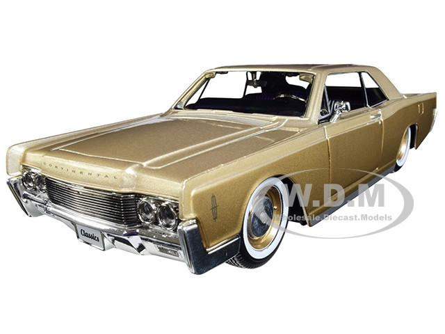 1966 Lincoln Continental Gold Classic Muscle 1/26 Diecast Model Car Maisto 32531