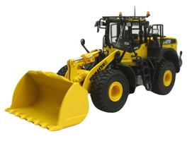 Komatsu WA470-8 Wheeled Loader 1/50 Diecast Model Universal Hobbies UH8114
