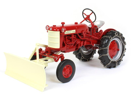 International Harvester Farmall Cub Tractor Blade Tire Chains Classic Series 1/16 Diecast Model SpecCast ZJD1848