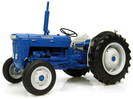 Fordson Super Dexta Diesel 2000 Tractor US Version 1/16 Diecast Model Universal Hobbies UH2902