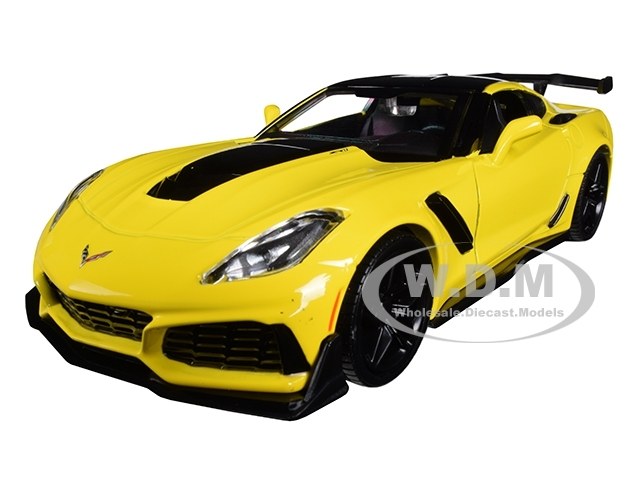 2019 Chevrolet Corvette ZR1 Yellow Black Accents 1/24 Diecast Model Car Motormax 79356