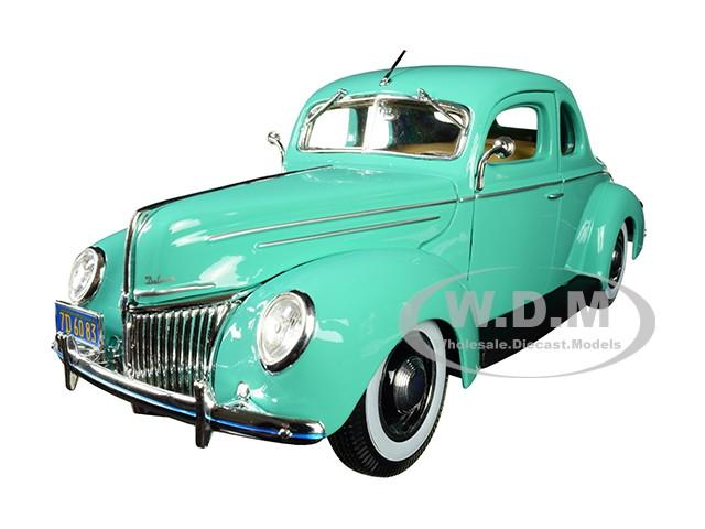 1939 Ford Deluxe Light Green 1/18 Diecast Model Car Maisto 31180