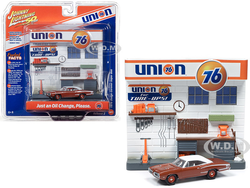 1970 Dodge Coronet Super Bee Brown White Top and Union 76 Interior Service Gas Station Facade Diorama Set Johnny Lightning 50th Anniversary 1/64 Diecast Model Car Johnny Lightning JLDR007