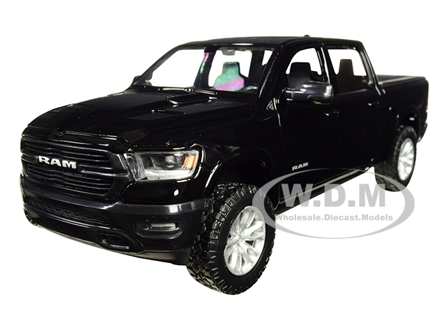 2019 Dodge Ram 1500 Crew Cab Laramie Pickup Truck Black 1/24 Diecast Model Car Motormax 79357
