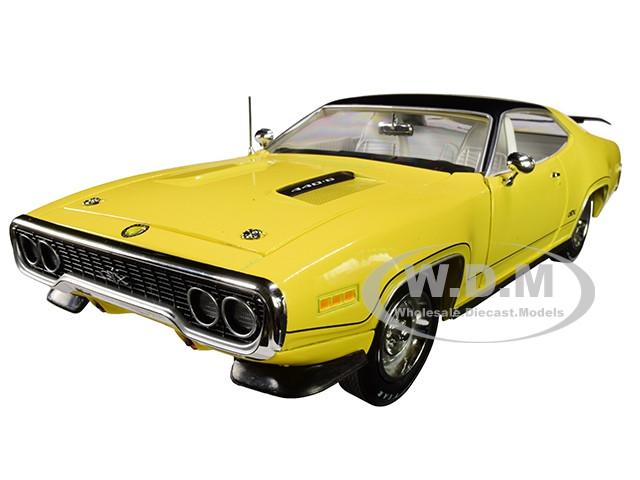 1971 Plymouth GTX Hardtop Lemon Twist Black Top Muscle Car & Corvette Nationals MCACN Limited Edition 996 pieces Worldwide 1/18 Diecast Model Car Autoworld AMM1186