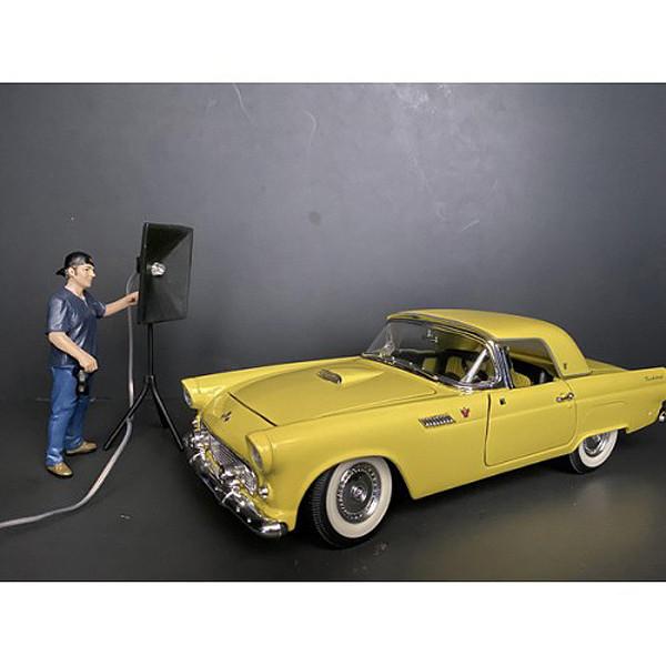 Weekend Car Show Figurine V for 1/24 Scale Models American Diorama 38313