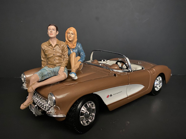 Seated Couple Release III 2 piece Figurine Set for 1/24 Scale Models American Diorama 38317 38318
