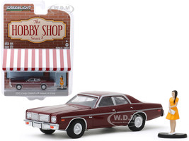 GREENLIGHT 97080 C 1976 DODGE CORONET 1//64 with WOMAN IN DRESS BURGUNDY