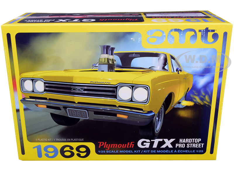 Skill 2 Model Kit 1969 Plymouth GTX Hardtop Pro Street 1/25 Scale Model AMT AMT1180 M