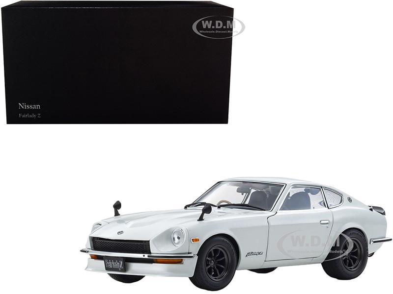 RHD 1970 Nissan Fairlady Z S30 1:18 model by Kyosho Blue Metallic