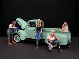 Car Girls in Tees Figurines 4 piece Set for 1/24 Scale Models American Diorama 38336 38337 38338 38339