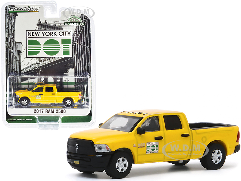 2017 RAM 2500 Pickup Truck Yellow New York City DOT Brooklyn Street Maintenance Hobby Exclusive 1/64 Diecast Model Car Greenlight 30173
