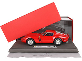 1962 Ferrari 250 GTO Red DISPLAY CASE Limited Edition 300 pieces Worldwide 1/18 Model Car BBR 1807 A