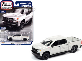 2019 Chevrolet Silverado Z71 Custom Trail Boss Pickup Truck Iridescent Pearl White Muscle Trucks Limited Edition 11104 pieces Worldwide 1/64 Diecast Model Car Autoworld 64262 AWSP043 B