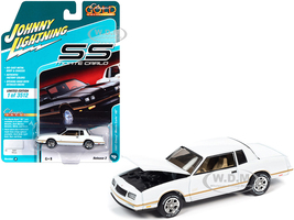 1987 Chevrolet Monte Carlo SS White Gold Stripes Classic Gold Collection Limited Edition 3512 pieces Worldwide 1/64 Diecast Model Car Johnny Lightning JLCG022 JLSP104 A