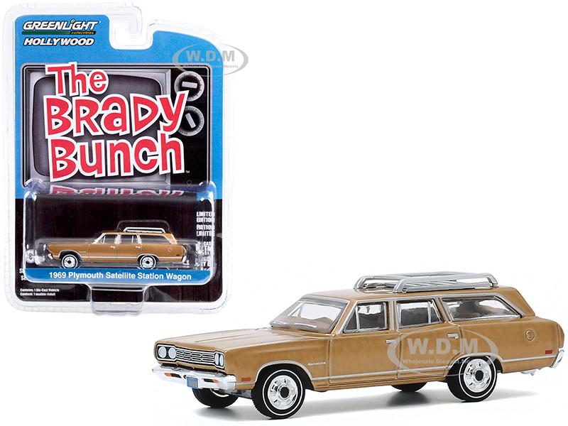 1969 Plymouth Satellite Station Wagon Roof Rack Gold Carol Brady's The Brady Bunch 1969 1974 TV Series Hollywood Series Release 29 1/64 Diecast Model Car Greenlight 44890 B
