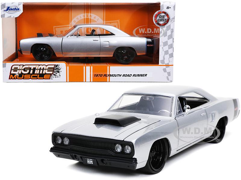 1970 Plymouth RoadRunner 440 Silver Metallic Black Stripes Bigtime Muscle 1/24 Diecast Model Car Jada 32306