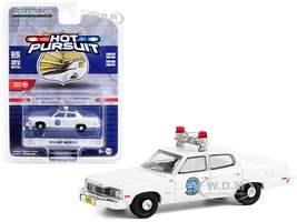 1974 AMC Matador White Milwaukee Police Department Wisconsin Hot Pursuit Series 36 1/64 Diecast Model Car Greenlight 42930 A