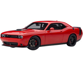 Dodge Challenger 392 HEMI Scat Pack Shaker Tor Red Black Tail Stripe 1/18 Model Car Autoart 71741