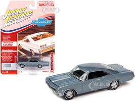 1965 Chevrolet Impala SS Glacier Gray Metallic Limited Edition 3748 pieces Worldwide 1/64 Diecast Model Car Johnny Lightning JLMC025 JLSP140 A