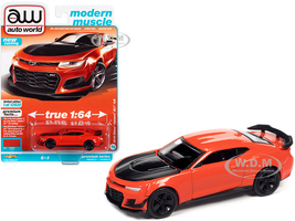 2019 Chevrolet Camaro ZL1 1LE Crush Orange Black Hood Modern Muscle Limited Edition 12920 pieces Worldwide 1/64 Diecast Model Car Autoworld 64312 AWSP066 A