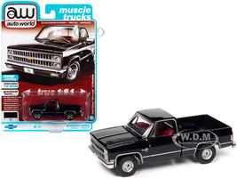 1982 Chevrolet Silverado 10 Fleetside Pickup Truck Black Red Interior Muscle Trucks Limited Edition 16904 pieces Worldwide 1/64 Diecast Model Car Autoworld 64312 AWSP069 B