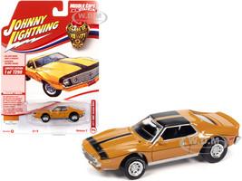 1971 AMC Javelin AMX Mustard Yellow Black Stripes Class of 1971 Limited Edition 7298 pieces Worldwide Muscle Cars USA Series 1/64 Diecast Model Car Johnny Lightning JLMC026 JLSP152 B