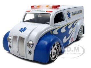 Div Cruiser Bus Paramedics Ambulance 1/24 Diecast Model Car Jada 96237