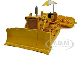 International TD-25 Crawler with Sheep's Foot Compactor 1/25 Diecast Model Car by First Gear