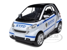 Smart For Two NYPD Police Car 1/24 Diecast Model Car New Ray 71203