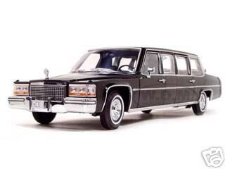 1983 Cadillac Fleetwood Presidential Limousine 1/24 Diecast Car Model Road Signature 24098
