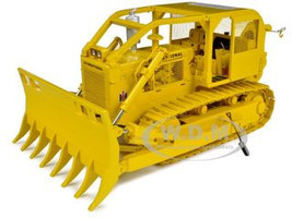 International TD-25 Crawler with Clearing Blade & Winch 1/25 Diecast Model First Gear 40-0208
