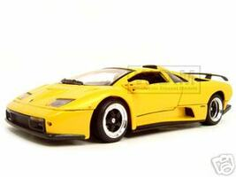 Lamborghini Diablo GT Yellow 1/18 Diecast Model Car Motormax 73168