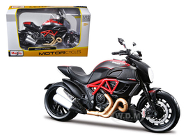 Ducati Diavel Red Carbon 1/12 Diecast Motorcycle Model Maisto 31196