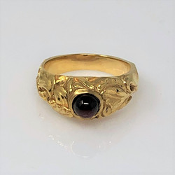 14 Karat Gold Cabochon Garnet Ring