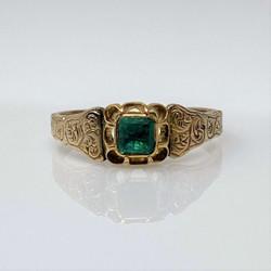 Antique English Victorian 15 Karat Gold Emerald Ring